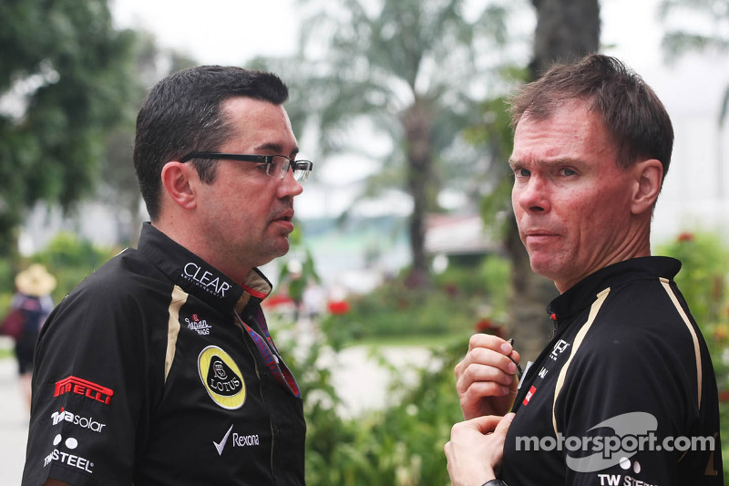 Eric Boullier, Lotus F1 Team Principal met Alan Permane, Renault Race Engineer