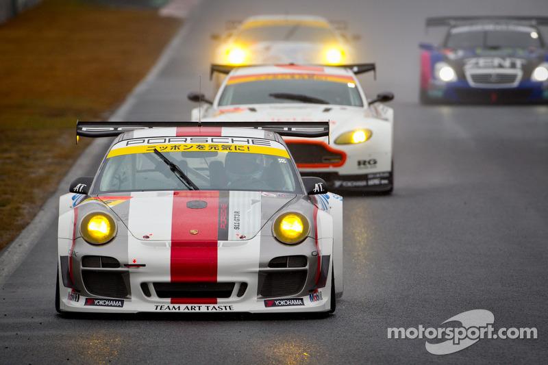 #15 Team Art Taste Porsche 911 GT3 R: Tim Bergmeister, Takeshi Tsuchiya
