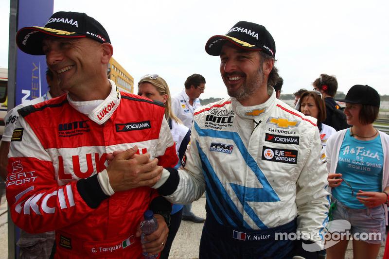 Gabriele Tarquini, SEAT Leon WTCC, Lukoil Racing Team 2de, Yvan Muller, Chevrolet Cruze 1.6T, Chevro