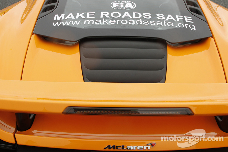 FIA Make Road Safe campaign op een McLaren