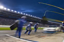 Pit stop for Elliott Sadler, Richard Childress Racing Chevrolet