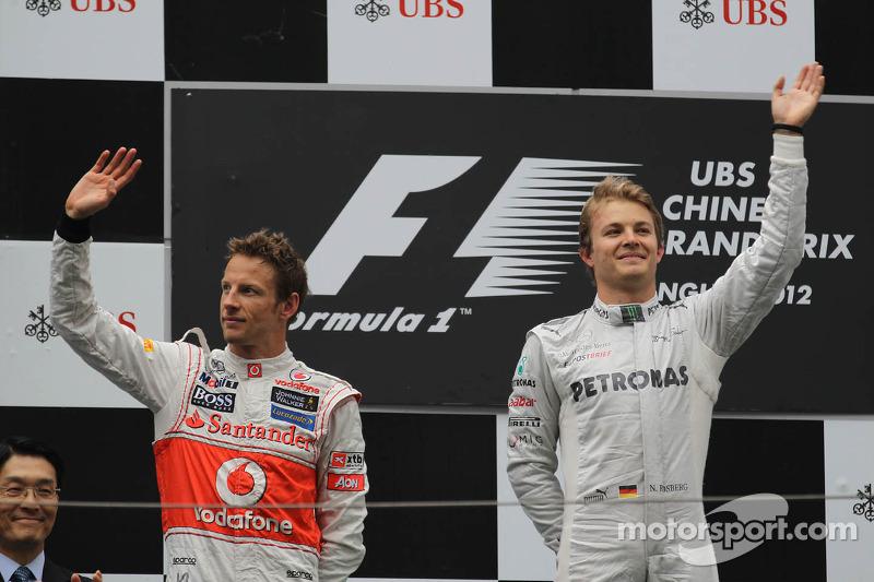 Segundo Lugar Jenson Button, McLaren Mercedes conel primer lugar Nico Rosberg, Mercedes AMG Petronas