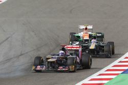 Daniel Ricciardo, Scuderia Toro Rosso leads Vitaly Petrov, Caterham and Nico Hulkenberg, Sahara Force India F1