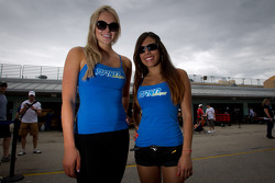 Autograph session: the lovely Turner Motorsport girls