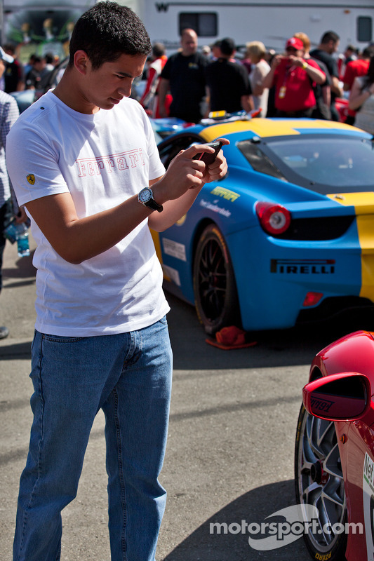 Fans inspecting 458TP after Race #1