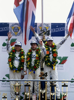Podyum: J.J. Lehto, Yannick Dalmas, Masanori Sekiya, McLaren F1 GTR