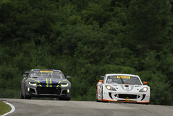 #12 Ian Lacy Racing Ginetta G55: Drew Staveley, #10 Blackdog Speed Shop Chevrolet Camaro GT4.R: Lawson Aschenbach