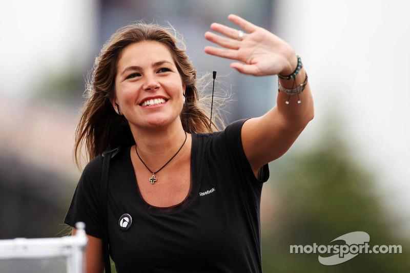 Nira Juanco, Antena 3 TV Presenter on the drivers parade