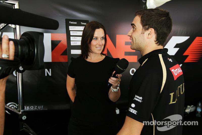 Lee McKenzie, BBC Televisie Presentator en Jérôme d'Ambrosio, Lotus F1 Team derde rijder in de Fanzo