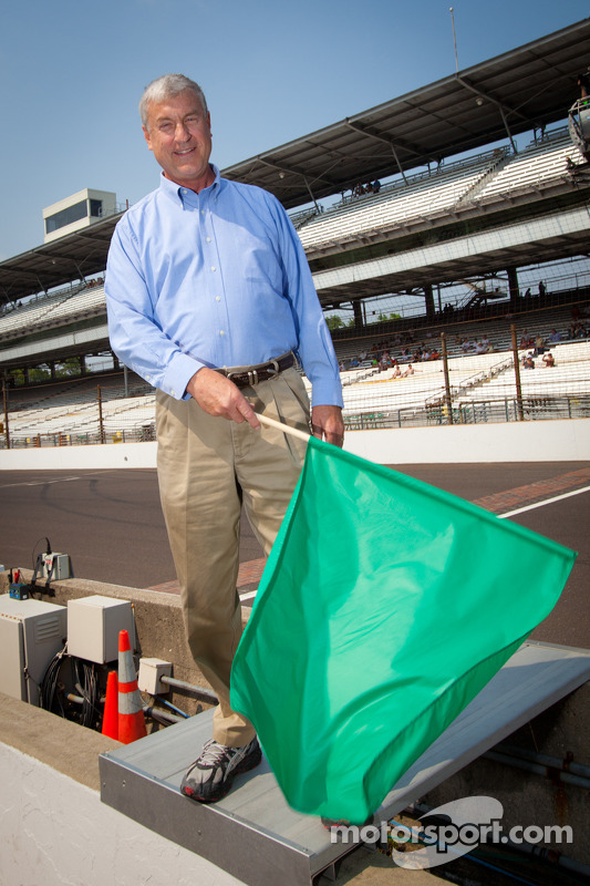 Honorary green flag ceremony: television and radio sports announcer Bob Jenkins