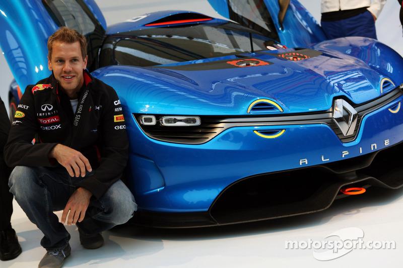 Sebastian Vettel, Red Bull Racing bij voorstelling Renault Alpine A110-50 Concept aan het Red Bull E