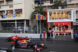 Nico Rosberg, Mercedes AMG Petronas with Mark Webber, Red Bull Racing and Fernando Alonso, Scuderia Ferrari