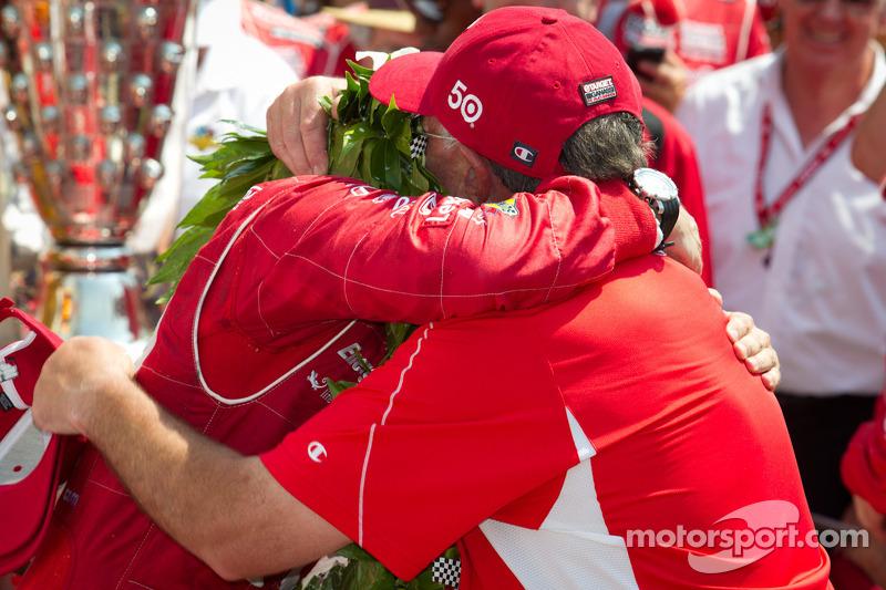 Victory circle: race winner Dario Franchitti, Target Chip Ganassi Racing Honda celebrates with his dad
