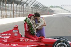Winners photoshoot: Dario Franchitti, Target Chip Ganassi Racing Honda and Ashley Judd