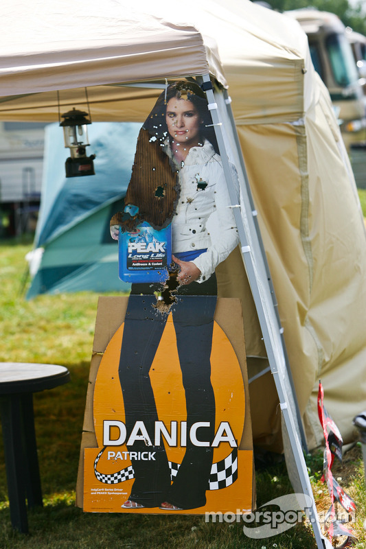 Danica Patrick in kartonnen versie