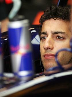 Daniel Ricciardo, Scuderia Toro Rosso in the pits