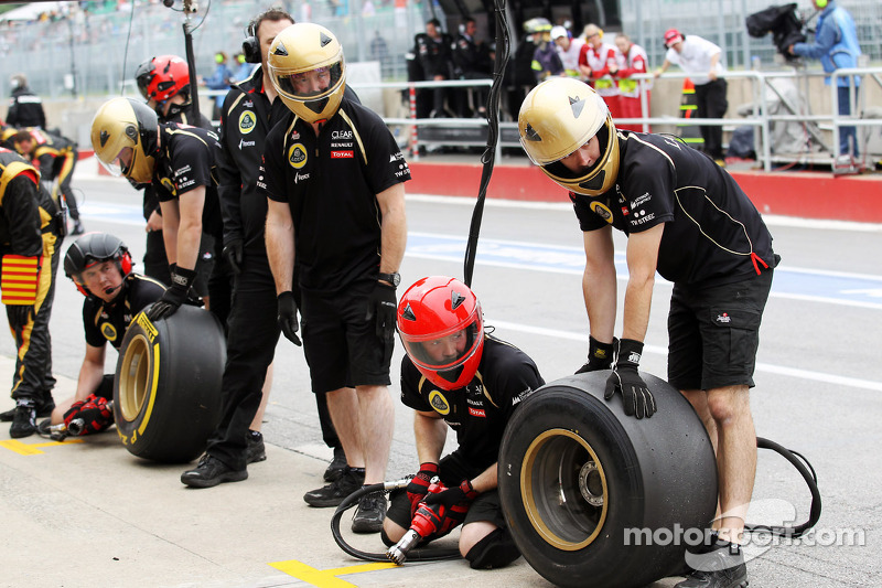 Lotus F1 Team oefent pitstop