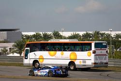 #32 Nakajima Racing Honda HSV-010 GT: Ryo Michigami, Yuki Nakayama with the Circuit Safari bus