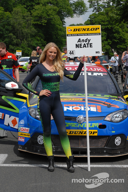 MG KX Momentum Racing Gridgirl