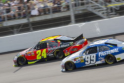 Jeff Gordon, Hendrick Motorsports Chevrolet and Carl Edwards, Roush Fenway Racing Ford