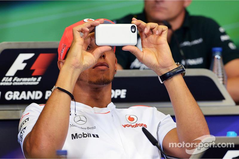 Lewis Hamilton, McLaren in de FIA persconferentie