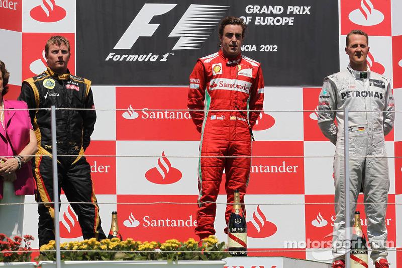 Ganador de la carrera Fernando Alonso, Scuderia Ferrari, segundo lugar Kimi Raikkonen, Lotus Renault F1 Team y el tercer lugar Michael Schumacher, Mercedes AMG Petronas