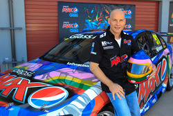 Jacques Villeneuve onthult de Kelly Racing kleuren