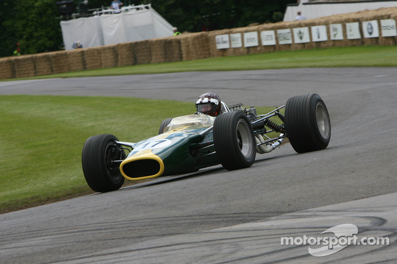 Jackie Oliver in Lotus Cosworth 49