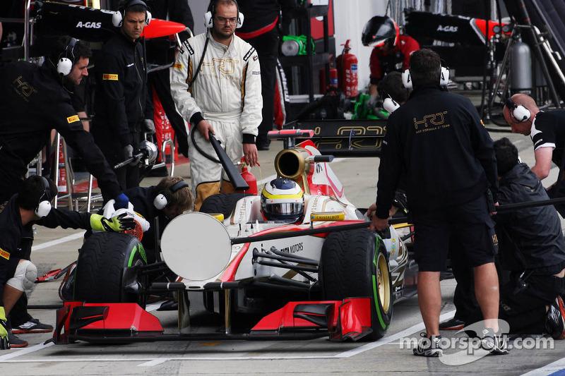 На старт нового сезона не вышла команда HRT, в результате чего количество гонщиков сократилось до 22-х, что потребовало изменения в формате квалификации. Остались те же три сегмента, но в первом и втором из борьбы исключались по шесть пилотов