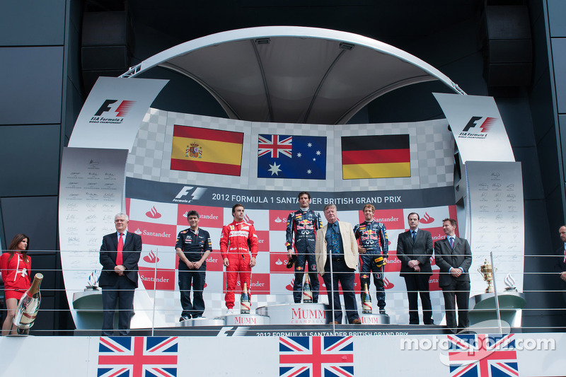 The podium, Fernando Alonso, Ferrari, second; Mark Webber, Red Bull Racing, race winner; Sebastian V