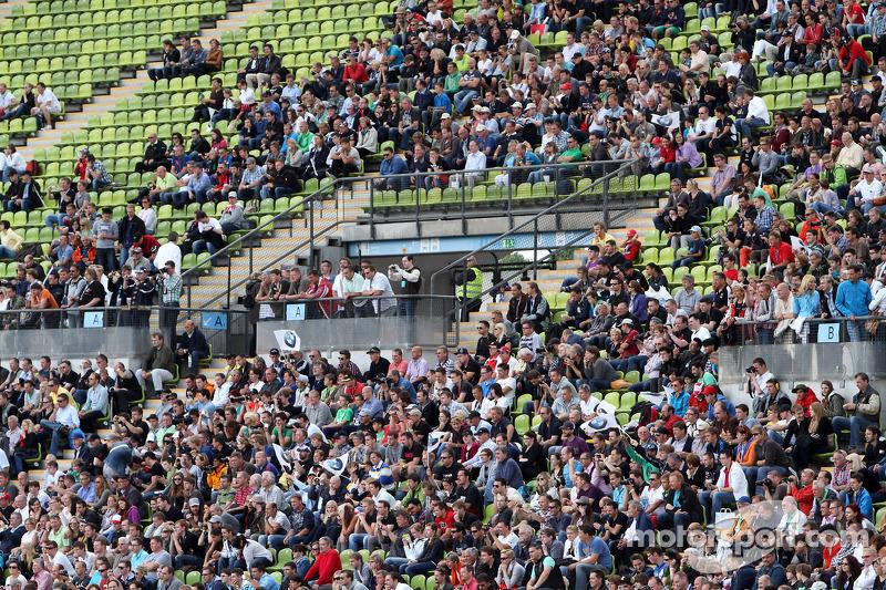 Atmosphere crowd