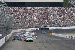 Start: Kyle Busch, Joe Gibbs Racing Toyota aan de leiding