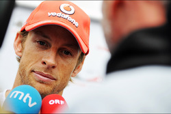 Jenson Button, McLaren met de media