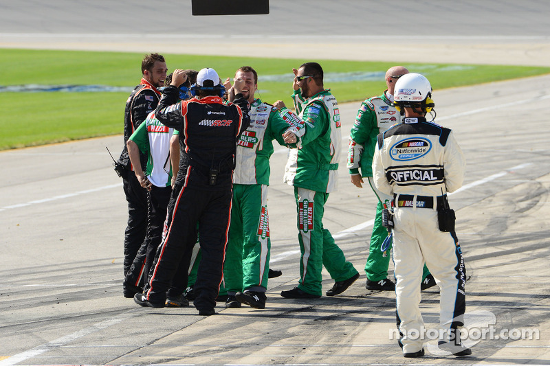 Elliott Sadler's crew celebrates