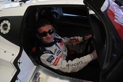 Nicolas Minassian tries the Lancia LC2 for size
