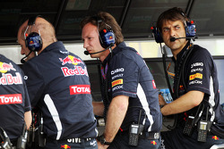 Adrian Newey, Red Bull Racing Chief Technical Officer, and Christian Horner, Red Bull Racing Team Principal, on the pit gantry