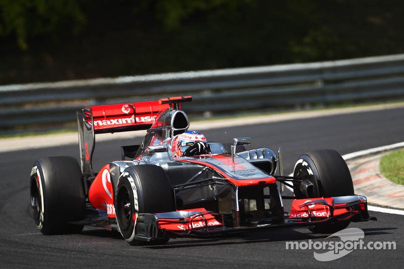 2012 - McLaren MP4-27 (motor Mercedes)