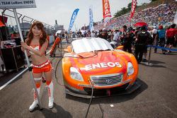 A race queen with the pole winning #6 Lexus Tean LeMans Eneos Lexus SC430
