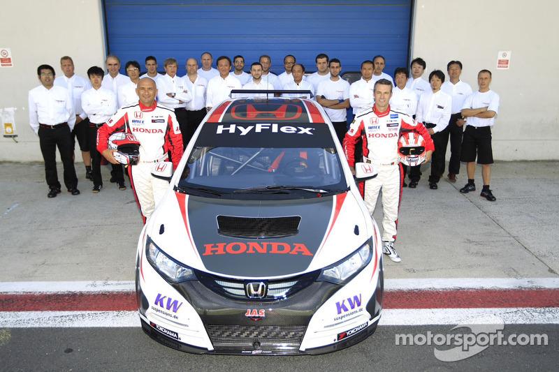 Gabriele Tarquini en Tiago Monteiro met de Honda Civic en het team
