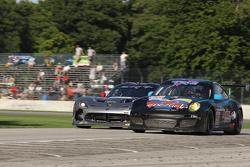 #66 TRG Porsche 911 GT3 Cup: Emilio Di Guida, Spencer Pumpelly #91 SRT Motorsports Viper: Dominik Farnbacher, Kuno Wittmer