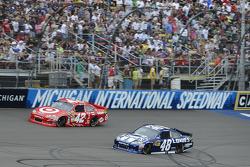 Juan Pablo Montoya, Earnhardt Ganassi Racing Chevrolet and Jimmie Johnson, Hendrick Motorsports Chev