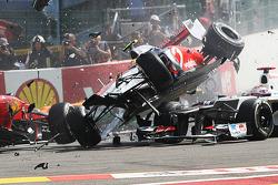 Startunfall mit Lewis Hamilton, McLaren, Romain Grosjean, Lotus F1, Fernando Alonso, Ferrari, Kamui Kobayashi, Sauber