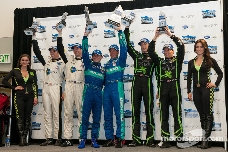 GT podium: winners Bryan Sellers, Wolf Henzler, second place Tom Milner, Oliver Gavin, third place Johannes van Overbeek, Scott Sharp