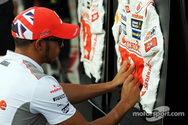 Lewis Hamilton, McLaren signeert overall