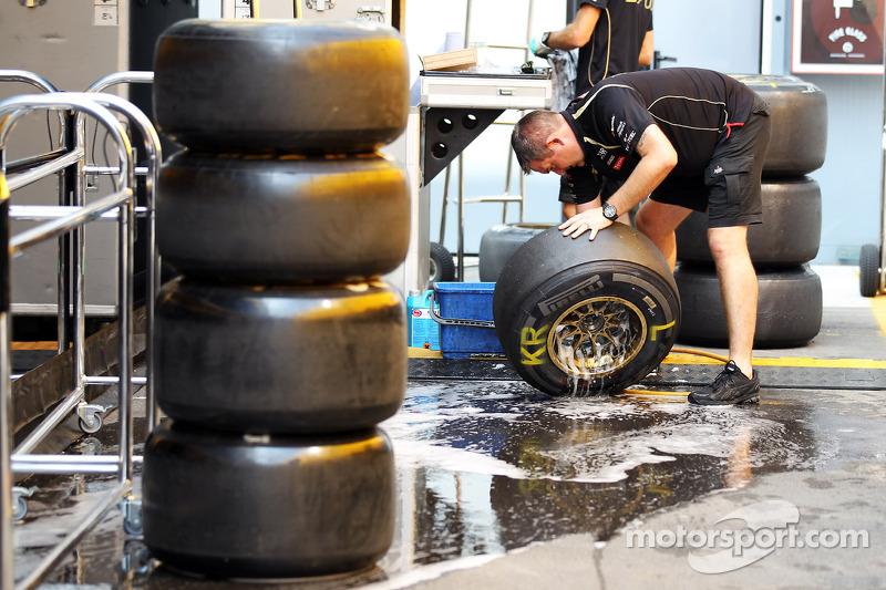 Lotus F1 Team wassen Pirelli banden