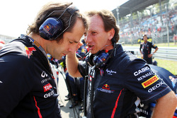 Ciaron Pilbeam, Red Bull Racing Race Engineer with Christian Horner, Red Bull Racing Team Principal on the grid