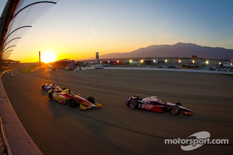 Ryan Briscoe, Team Penske Chevrolet, Sebastian Saavedra, AFS Racing/Andretti Autosport Chevrolet