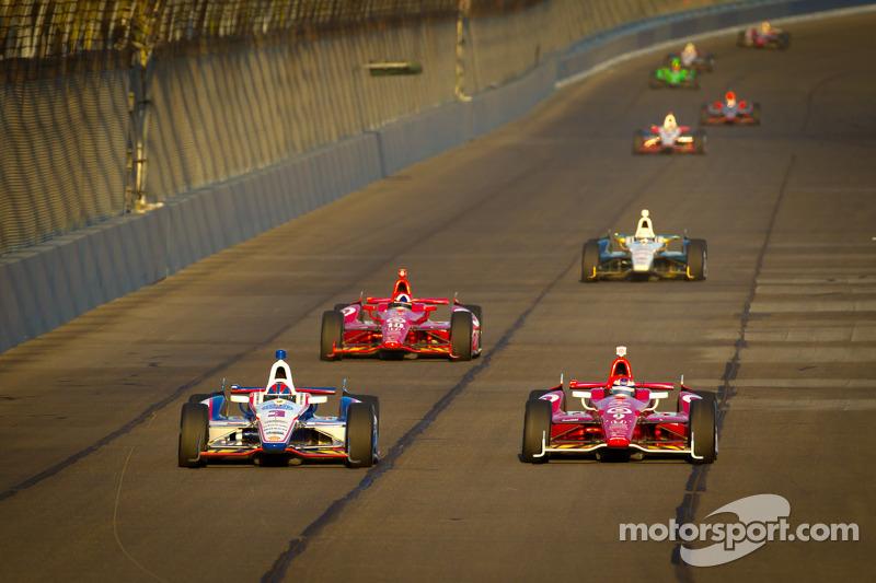 Helio Castroneves, Team Penske Chevrolet and Scott Dixon, Target Chip Ganassi Racing Honda