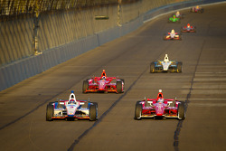 Helio Castroneves, Team Penske Chevrolet en Scott Dixon, Target Chip Ganassi Racing Honda