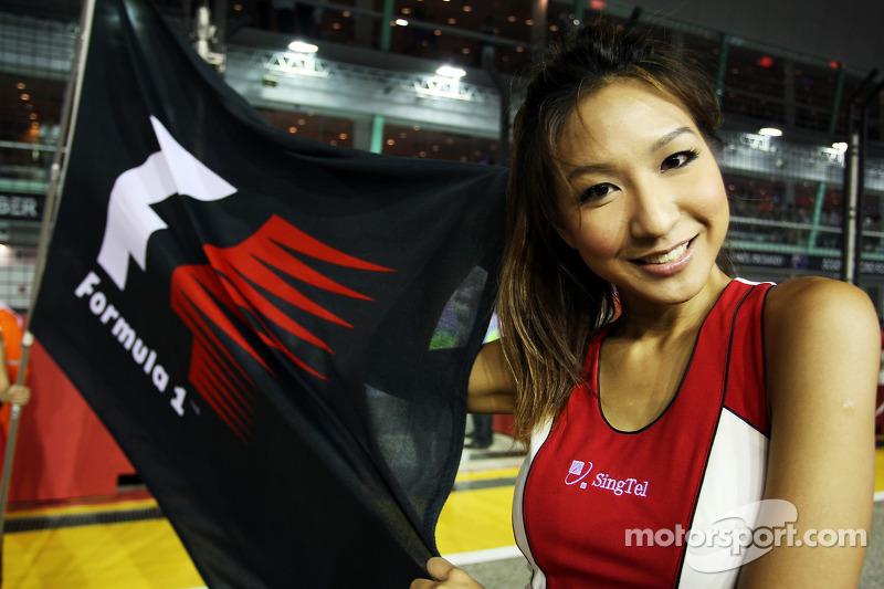 Gridgirl met de F1 vlag